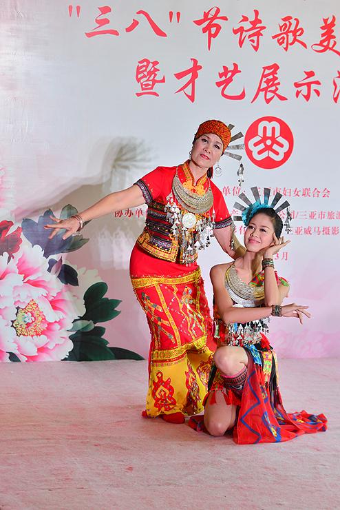 9、黎族舞蹈表演