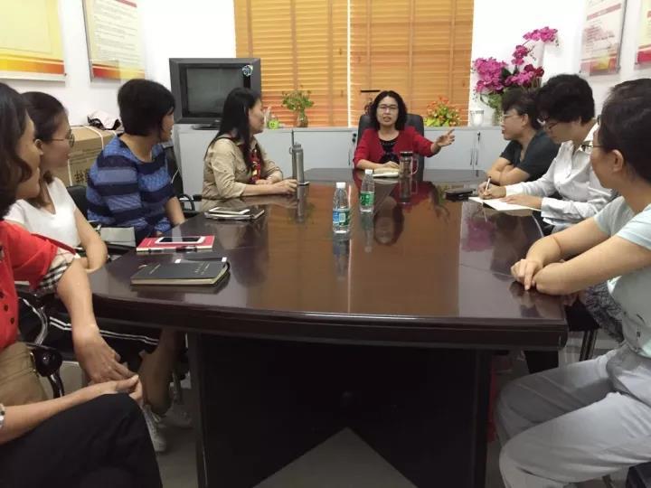 三亚市妇联全体党员干部职工集中观看《榜样》