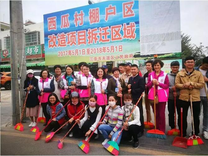 「祥和整洁过大年」市妇联海坡村委会联合开展搬家式大扫除行动