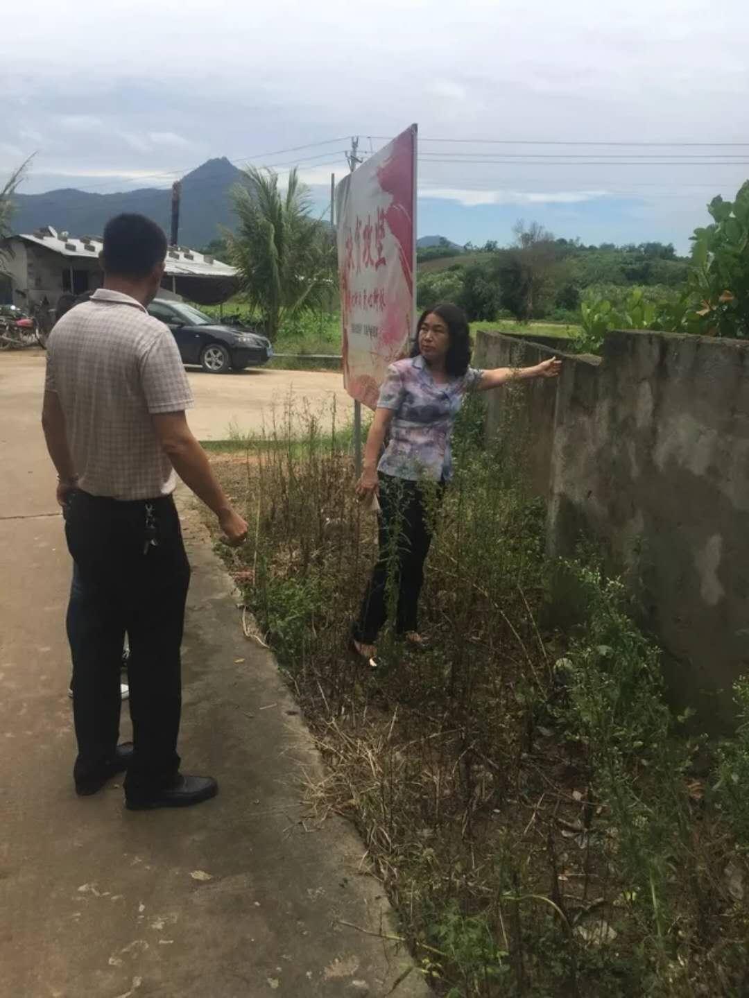 三亚市妇联领导到马脚村志马组调研指导脱贫攻坚宣传氛围营造工作