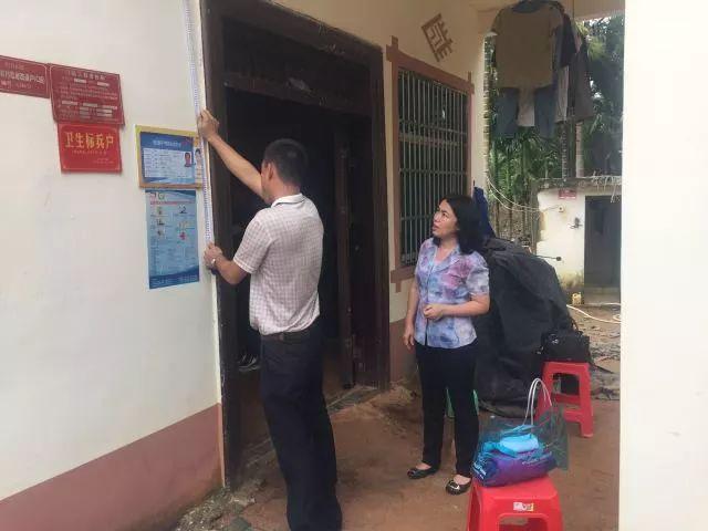 三亚市妇联在扶贫点强化脱贫攻坚宣传,营造浓厚舆论氛围