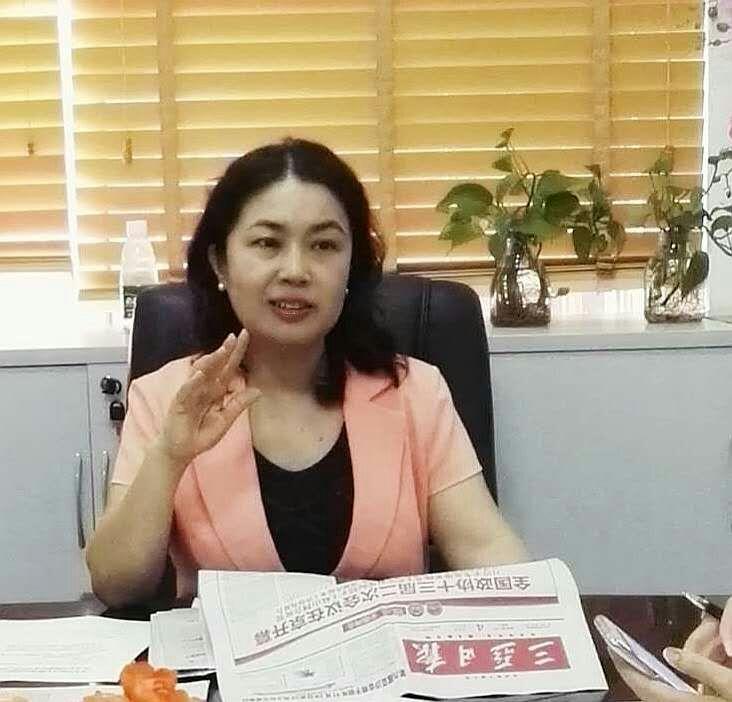"""三亚妇联传达学习全国""""两会""""精神"""